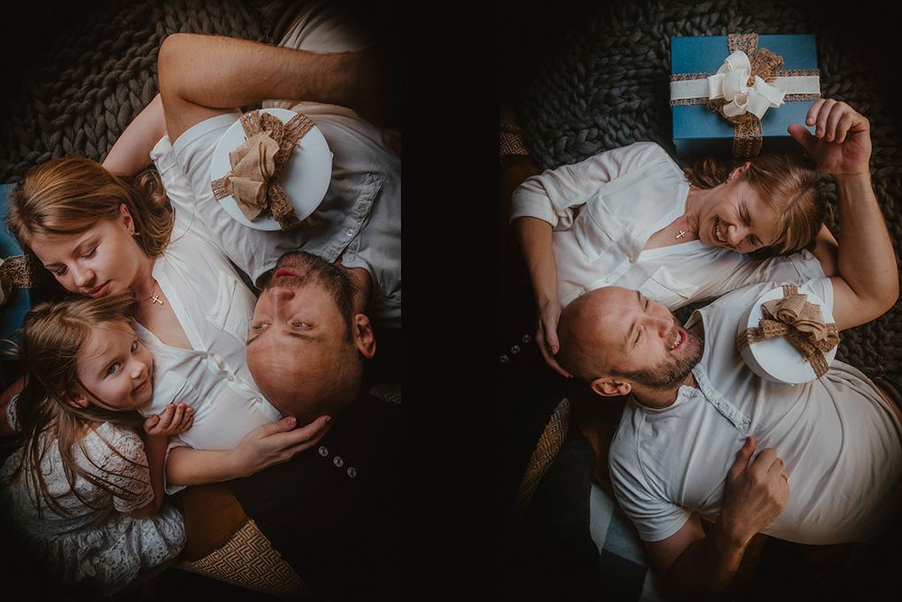 fotografia rodzinna z choinką w tle gdańsk