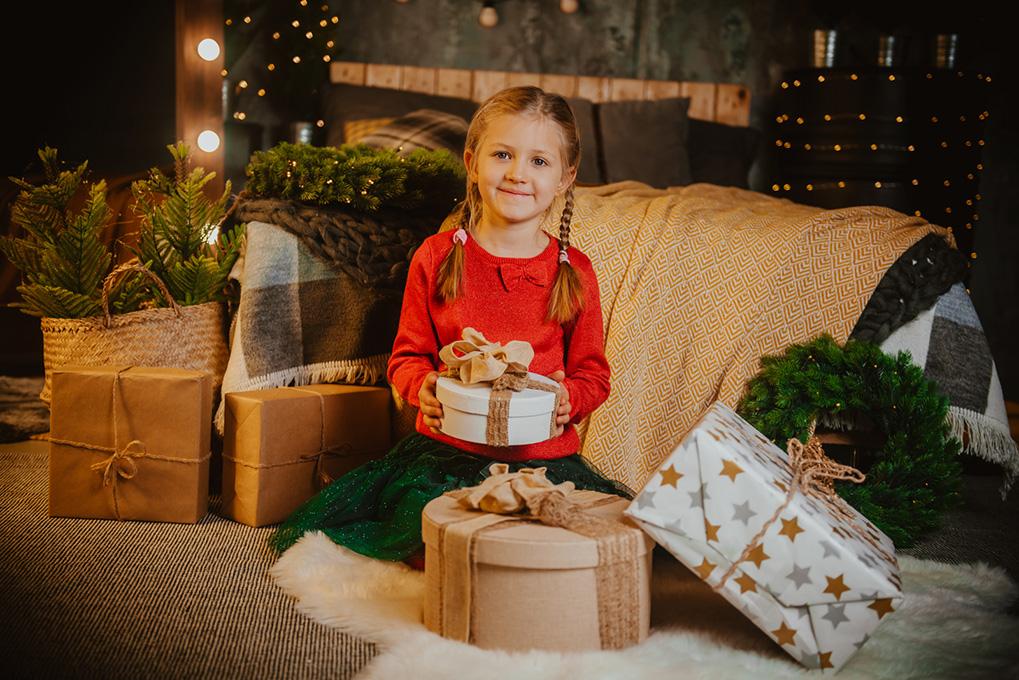 fotografia dziecięca z choinką w tle gdańsk